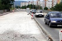 Most přes Kozlův žleb na Jižních Svazích ve Zlíně byl uveden do provozu v roce 1984. Od té doby se nedočkal opravy. Délka přemostění je 61,4 metru, šířka mostu je 16,5 metru, šířka vozovky na mostě mezi obrubami činí 10,5 metru. Nosnou konstrukci tvoří se