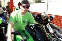 Motorkář Adam Náplava zavítal mezi klienty Domova pro osoby se zdravotním postižením Velehrad-Salašská
