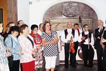 Účastníci zájezdu se poklonili v Naardenu památce Komenského.