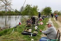 U VODY. 13. ročníku jarních rybářských závodů se v Kostelanech nad Moravou zúčastnilo 96 rybářů nejen ze Slovácka.