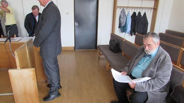U okresního soudu v Uherském Hradišti se v pondělí 7. září konal soud s bývalými členy vedení obce Nedachlebice.