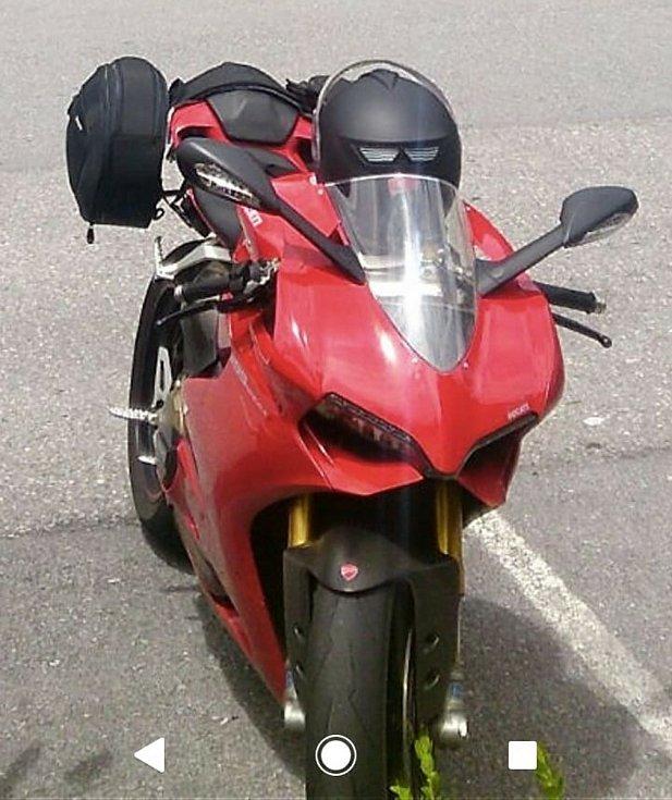 Motocykl DUCATI ukradený u Starých Hutí ve Chřibech.