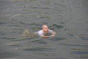 Dva  otužilci v Hradišti na Štěpána pokořili řeku Moravu. Jeden z nich byl vnuk Františka Venclovského Petr Válek, druhý Pavel Poljanský