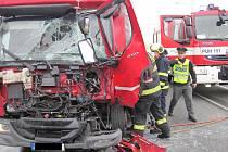 Dva nákladní automobily se srazily v pátek 22. září na silnici I/50 u stanice OMV směrem z Uherského Brodu na Bánov
