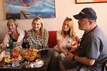 Pořad Hozený klobouk v uherskobrodském Cafe Clubu.