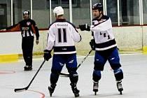 In-line hokejisté IHC Reflex Uherské Hradiště (v bílém) porazili Břeclav 8:5.