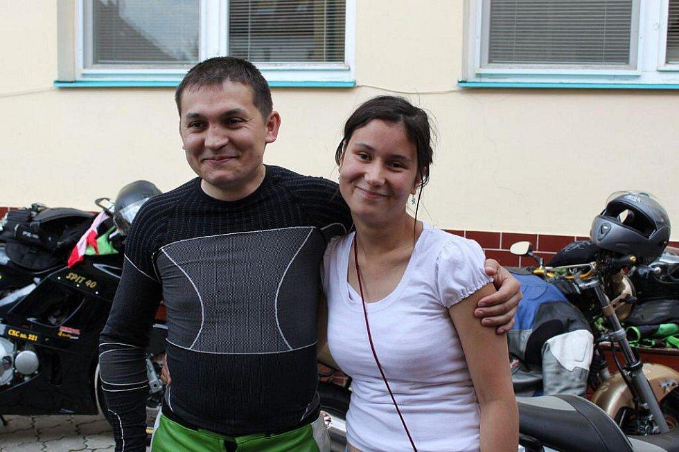 Klientka domova Renata Vaníčková obdivovala nejen nablýskané mašiny, ale i jejich šikovné řidiče.