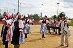 Multifunkční zařízení v areálu školního hřiště v Polešovicích se o třetí srpnové sobotě stalo dějištěm Vinařských slavností a 12. ročníku soutěže a výstavy vín TOP Víno Slovácka 2019.