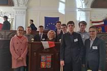 Studenti  GJAK na Simulaci Evropského parlamentu v Brně