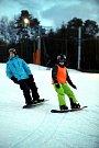Noční lyžování v lyžařském středisku ve Stupavě.