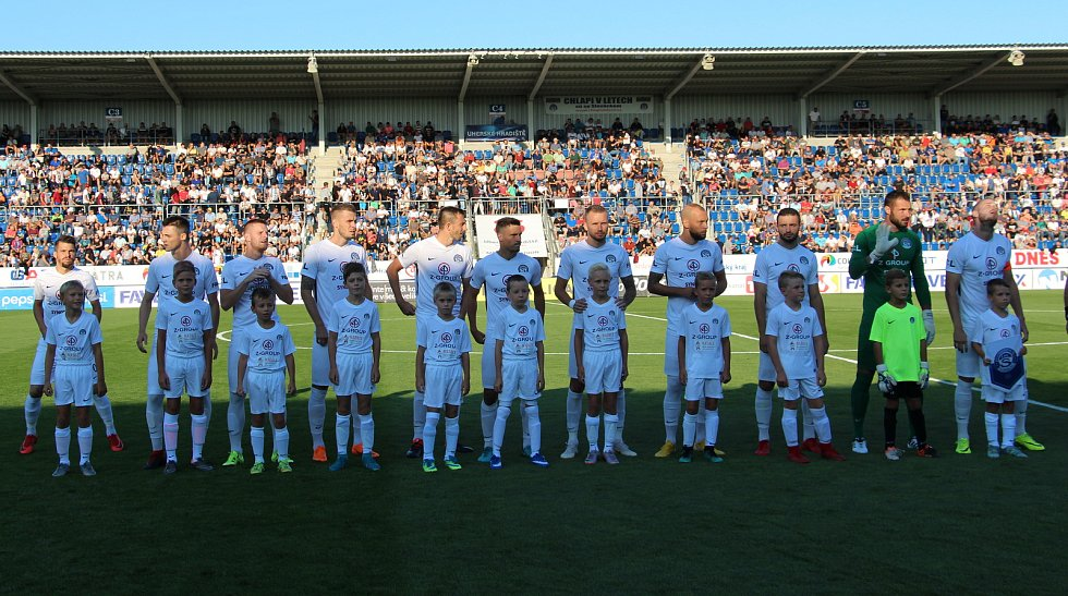 Derby Slovácka (v bílých dresech) se Zlínem