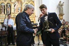 Slovácké slavnosti vína  2018 . Jiří Pavlica přebírá cenu Osobnost Moravy 2017v kostele  Zvěstování Panny Marie.