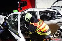 K vážné dopravní nehodě s fatálními následky došlo ve středu 14. března krátce po osmnácté hodině nedaleko Uherského Brodu. Při střetu s nákladním vozidlem tam zemřel sedmatřicetiletý řidič Škody Fabie.