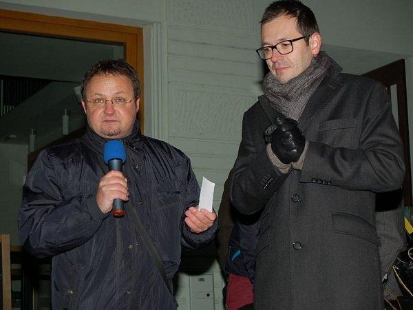 1. ročníku Česko zpívá koledy se vUherském Hradišti zúčastnilo na 200stovky občanů.