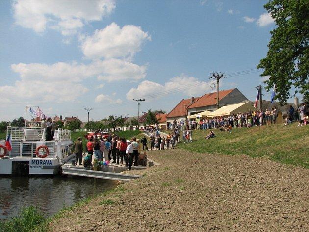 Na dvě stovky lidí se zúčastnilo otevření přístaviště.