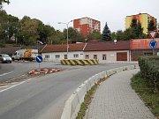 Oprava kruhového objezdu u pivovaru v Uherském Brodě.