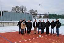 Provoz nového multifunkčního hřiště v Horním Němčí ve středu 28. ledna slavnostně zahájil symbolický výkop.