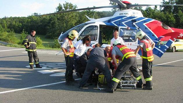 U nehody motorkáře v buchlovských horách zasahoval i vrtulník.