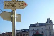 Cedule navedou turisty na velký i malý okruh po památkách v Uherském Hradišti