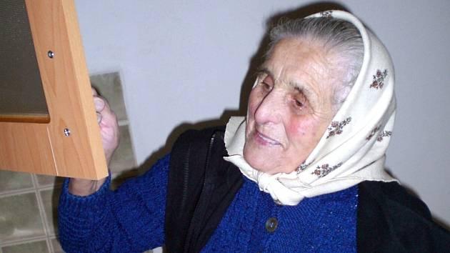 Osmaosmdesátiletá Helena Kočicová stěhování zvažuje.