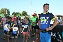 Ve Sport parku Rybníček ve Starém Městě se poprvé uskutečnil jeden ze závodů seriálu populárních nočních běhů Night Trail Run. Do čela Rodinného charitativního běhu se dostavil biatlonový reprezentant Michal Krčmář, který společně s  padesátkou dětí s rod