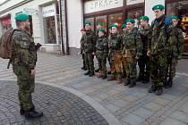 Jednotka Branných oddílů mládeže nastoupena v Havlíčkově ulici v Uherském Hradišti.