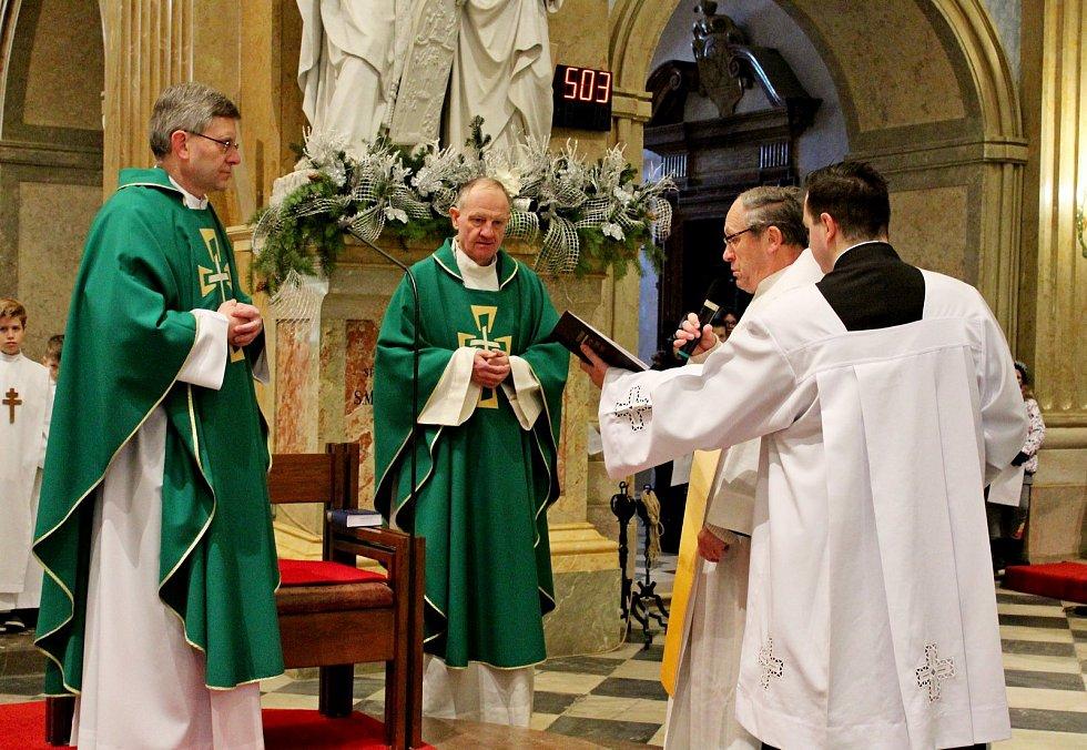 Potleskem se v bazilice Nanebevzetí Panny Marie a sv. Cyrila a Metoděje na Velehradě 27. ledna loučili věřící s dlouholetým správcem místní farnosti P. Petrem Přádkou a vítali jeho nástupce P. Josefa Čunka.