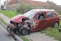 Kolize auta a kamionu se naštěstí obešla bez ztrát na životech. Foto: HSZ ZK