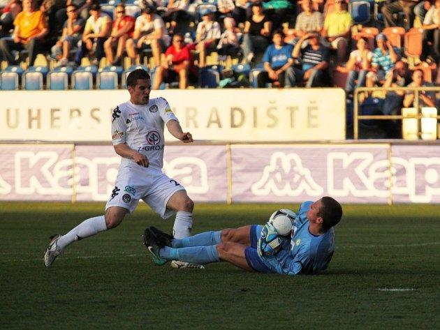 Ladislav Volešák měl na začátku zápasu dvě šance, obě mu chytil Tomáš Grigar