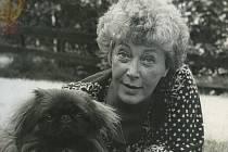 Květa Fialová s Findou, dalším ze svých milovaných psů.
