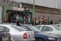V okamžiku nehody bylo v Klubu kultury několik desítek nakupujících.
