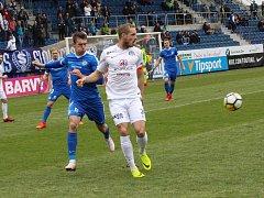 Fotbalisté Slovácka (v bílých dresech) ve 22. kole podlehli Slovanu Liberec 0:1 a v tabulce HET ligy zůstali čtrnáctí.