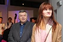 Vernisáž Ohlednutí 2017 se v neděli 7. ledna uskutečnila ve foyer kina Hvězda. Laureátkou se stala Simona Bočková. Fotografka z Ostrožské Nové Vsi triumfovala mezi 65 autory, kteří se letos do soutěže přihlásili.