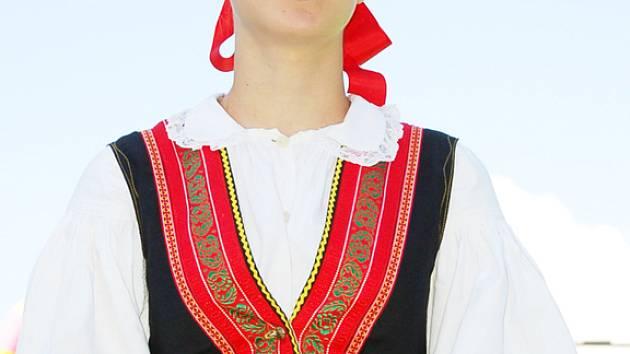 Sólistka ze staroměského souboru Dolinečka.
