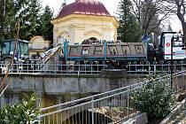 Chátrání barokního mostu přes Salašku má zastavit oprava za 10,3 milionu korun.