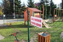 Nového oplocení a uzamykání se má dočkat dětské hřiště v Dolním Němčí u hasičské zbrojnice kvůli dospívající mládeži, který v areálu tráví ve večerních hodinách volný čas.