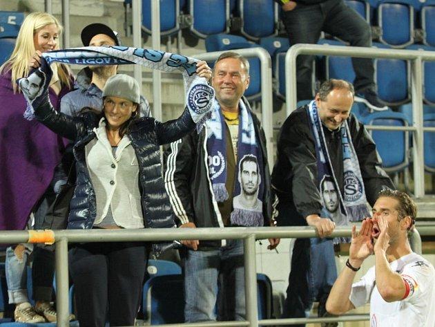 Libor Došek po výhře se Znojmem slavil se svými blízkými – jeho otec uprostřed.