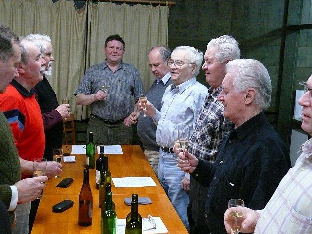 Hymnou začíná a končí každé jednání Klubu Štěpánů.