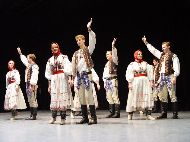 Úvod Štěpánské besedy patřil tanečníkům a muzikantům Kunovjanu.