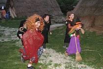 Malé čarodějnice vyběhly plnit úkoly.