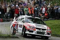 Pohled na jízdu Martina Bujáčka je pro příznivce rally zážitkem.
