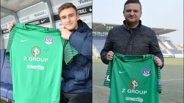 Podepsaný dres brankáře Slovácka Matouše Trmala za dvacet tisíc korun vydražil předseda fotbalového klubu FC Strání Libor Nuzík.