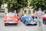 Automobiloví veteráni na Masarykově náměstí v Uh. Hradišti.