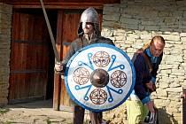 Slavisté z evropských zemí navštívili opevněné slovanské hradiště v Modré.