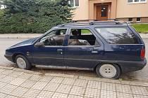 Auto stojící na místě už měsíce. Ilustrační foto.