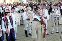 Soubor Javorina s gazdou Stanislavem Popelkou na Festivalu fašanku ve Strání.
