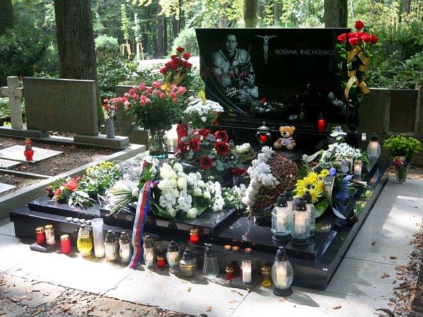 Lesní hřbitov Zlín: Karel Rachůnek, hokejista (19792011).