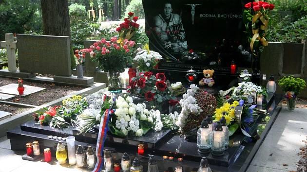 Lesní hřbitov Zlín: Karel Rachůnek, hokejista (1979-2011).
