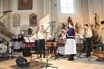 V Ostrožské Lhotě se na Boží hod koledovalo v kostele. Vystoupily místní soubory.
