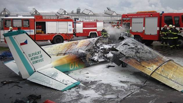 Požár letadla v hangáru aeroklubu Kunovice